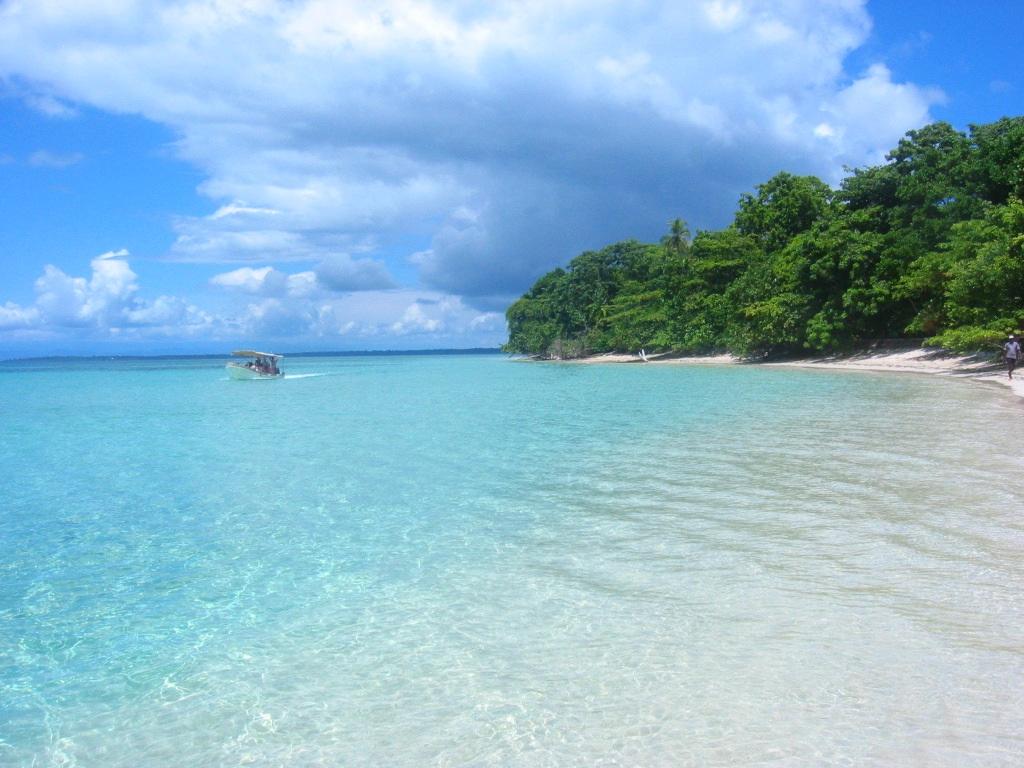 Top 5 beach honeymoon vacations part 1 leslie lukas for Best beach honeymoon destinations